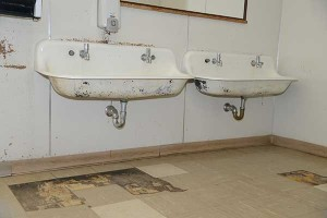 How To Get Rid Of Mold In The Bathroom Without Much Difficulty - How to get rid of mold in your bathroom